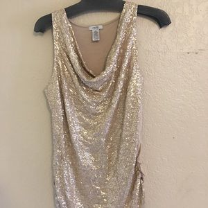 Cache Tops - Medium cache sequined gold strapless top!